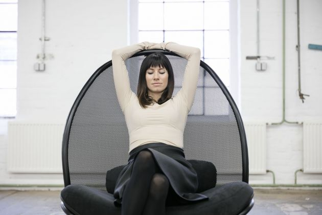 Lucie Koldová, Chips lounge chair. Prod. TON. Making of