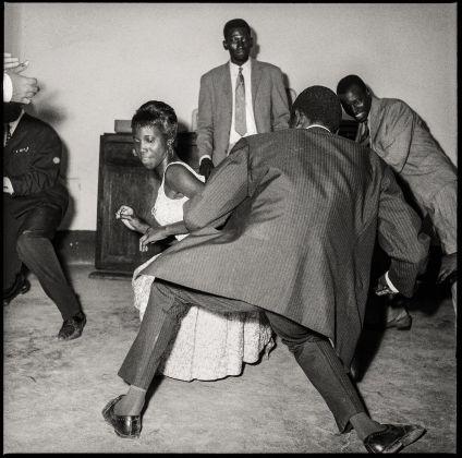 Malick Sidibé, Danser le twist, 1965. Collection Fondation Cartier pour l'art contemporain, Paris © Malick Sidibé