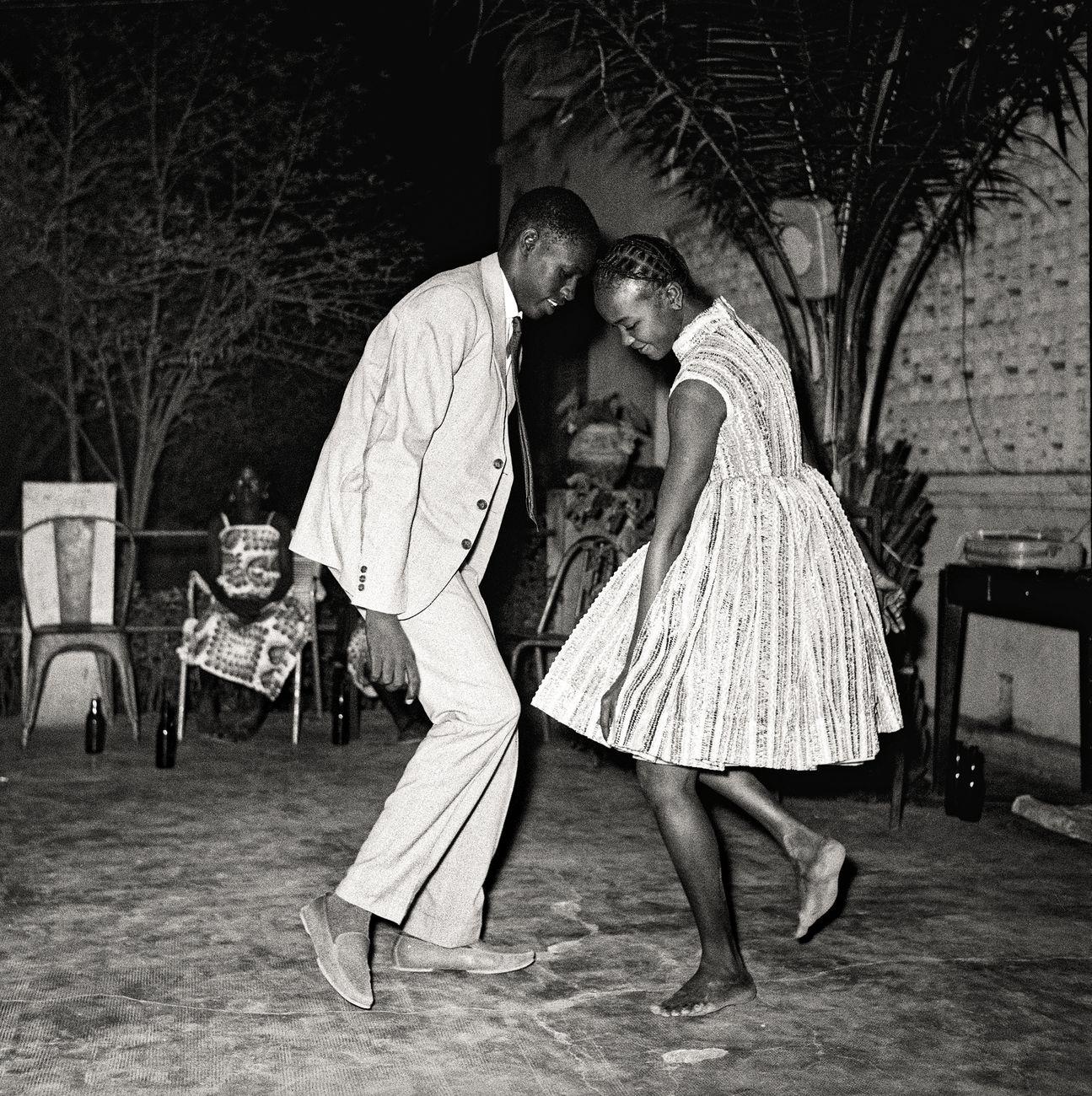Malick Sidibé, Nuit de Noël, 1963. Collection Fondation Cartier pour l'art contemporain, Paris © Malick Sidibé