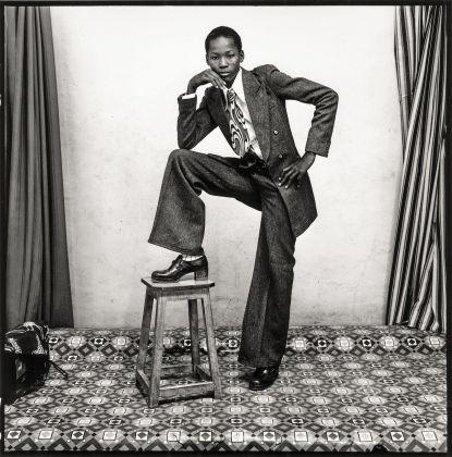 Malick Sidibé, Un jeune gentleman, 1978. Courtesy Galerie MAGNIN A, Paris © Malick Sidibé