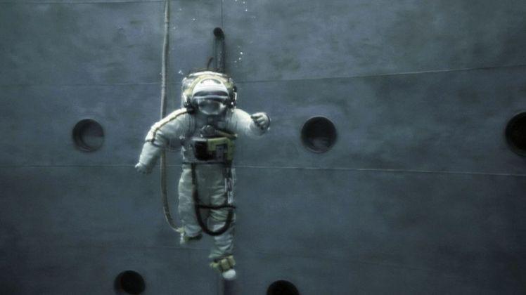 Michael Najjar, Spacewalk, 2013. Still da video. Courtesy the artist