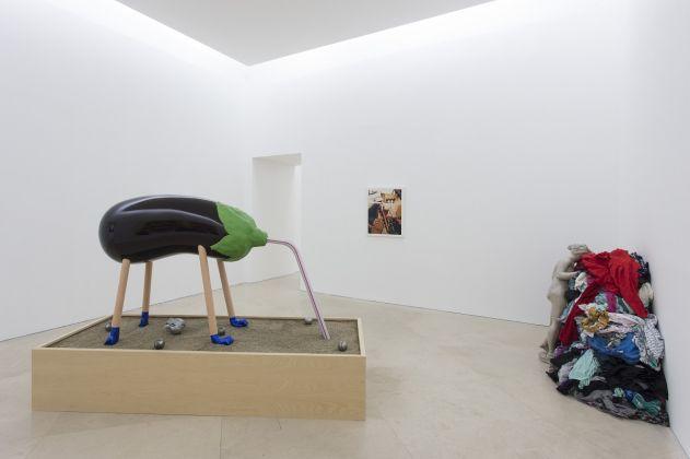 NAPOLI, MUSEO MADRE PER FORMARE UNA COLLEZIONE,The Show Must Go ON e Darren Bader, VEDUTA DELLE MOSTRE AL MADRE Courtesy Fondazione Donnaregina per le arti contemporanee, Napoli.