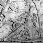 Particolare di un calco della colonna di Traiano con la scena del suicidio di Decebalo. Museo della Civiltà Romana. © Roma, Sovrintendenza Capitolina ai Beni Culturali