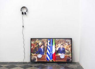"""Per Oskar Leu, Video available on Youtube. Renzi regala a Tsipras una cravatta. """"Indossala quando la Grecia uscirà dalla crisi"""""""