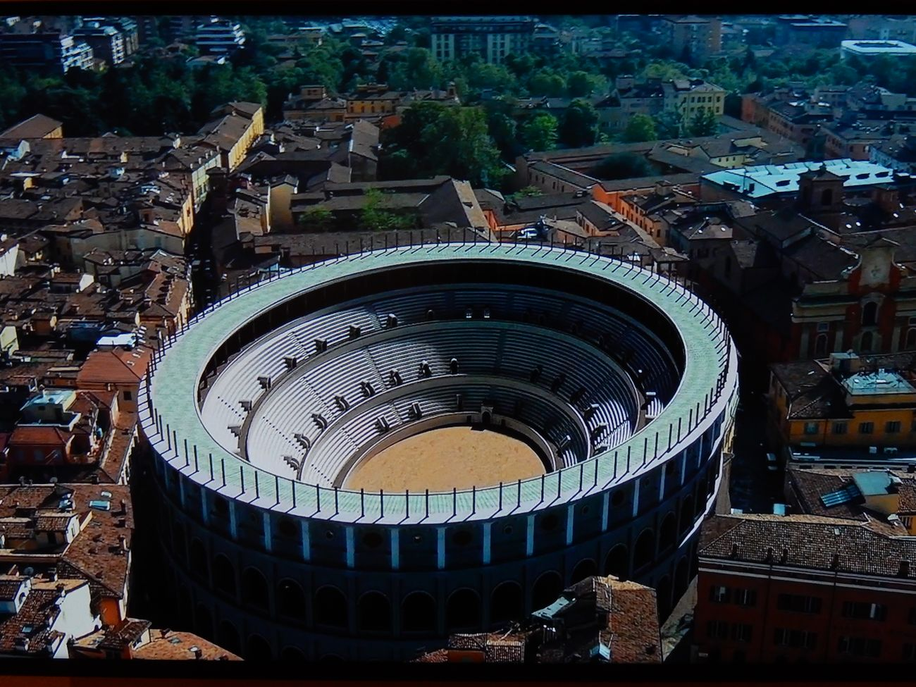 Ricostruzione virtuale di Mutina, l'anfiteatro romano ricostruito nella città contemporanea. A cura di Altair4 Multimedia