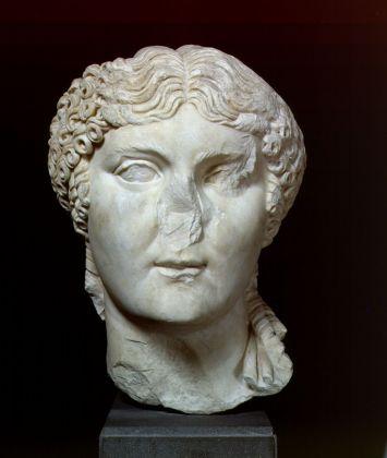 Testa di Agrippina (Depositi dei Mercati di Traiano - Museo dei Fori Imperiali, Archivio Fotografico del Museo dei Fori Imperiali) © Roma, Sovrintendenza Capitolina ai Beni Culturali