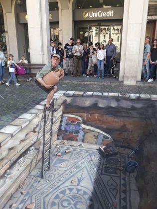 Varchi nel tempo. Julian Beever, Domus. Modena, Piazza Grande