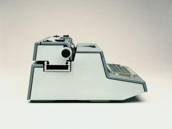 Tekne 3_Macchina per scrivere elettrica 1964_Ettore Sottsass jr_Perry A King_ Albert Leclerc_ Bruno Scagliola_ Tiger Umeda_Jane Young