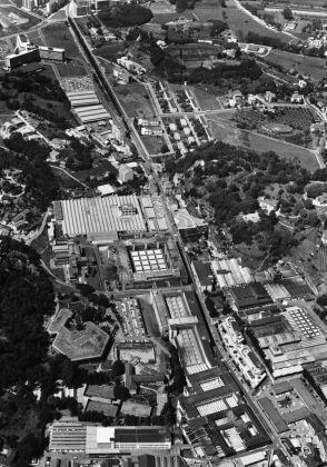 Veduta aerea degli stabilimenti Olivetti di Ivrea_anni 1960