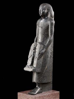 Statue de Padimahes portant une stèle d'Horus, statue guérisseure