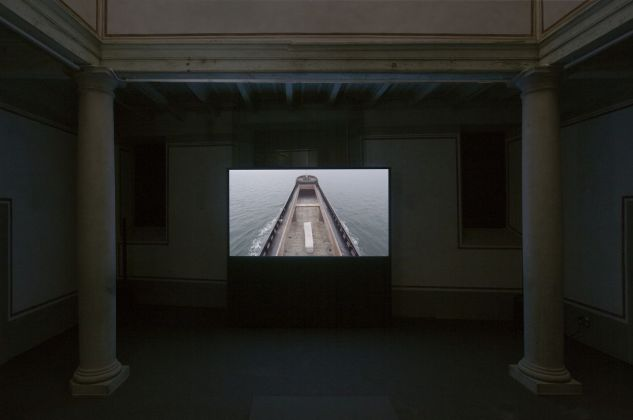 Adrian Paci. Di queste luci si servirà la notte. Installation view at Museo Novecento, Firenze 2018