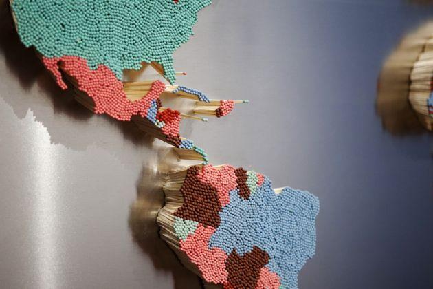Valentina Leonelli, Oltreuomo, 2015, installazione: fiammiferi e lastra d'acciaio (particolare). Immagine dalla mostra Sestante. The Summer Show 2015, Modena, Foro Boario 2015. Photo Luca Monzani