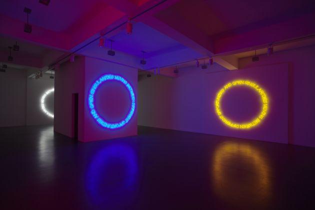 Maurizio Nannucci, galleria Nikolaus Ruzicska, exhibition view