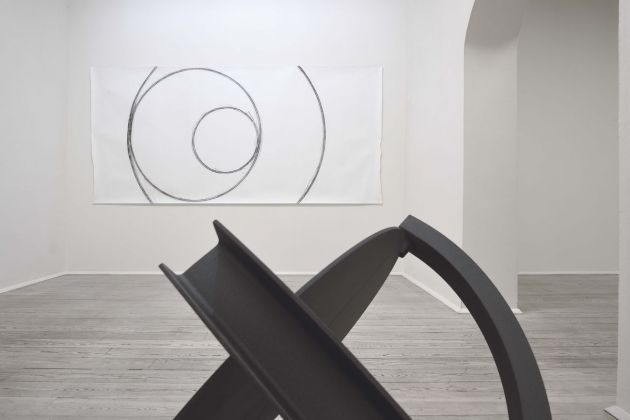Eliseo Mattiacci. Misurazioni. Exhibition view at Galleria Poggiali, Firenze 2018, photo Michele Alberto Sereni