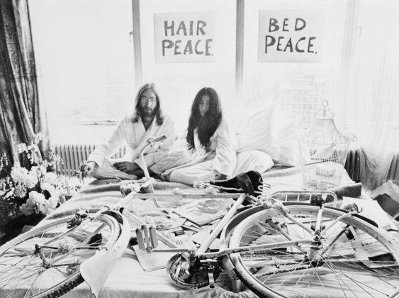 John Lennon e Yoko Ono a letto nella Presidential Suite dell'Amsterdam Hilton Hotel, 25 marzo 1969 © Bettmann