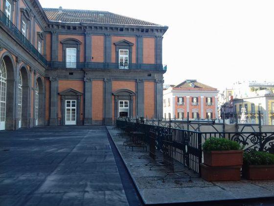 La terrazza che da Palazzo Reale porta al Teatro San Carlo di Napoli