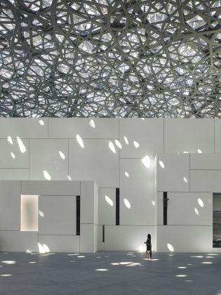 Louvre Abu Dhabi - Interior view © Louvre Abu Dhabi. Photo Roland Halbe