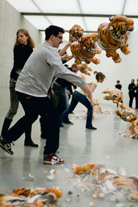 Marcello Maloberti, Die Schmetterlinge Essen Die Bananen, 2010. Performance Generali Foundation, Vienna. Courtesy dell'artista e della Galleria Raffaella Cortese, Milano