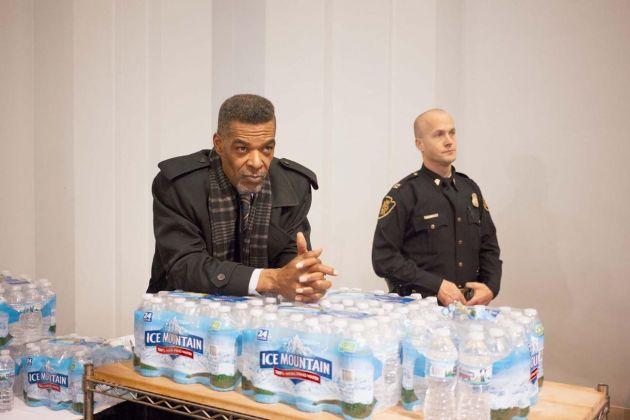 Mari Bastashevski, Il consigliere Erik Mays, Conferenza sull'acqua, Municipio di Flint, Michigan, USA, 2017 © Mari Bastashevski