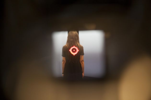 Regina José Galindo, El Objectivo, 2017. Courtesy l'artista e prometeogallery di Ida Pisani, Milano-Lucca