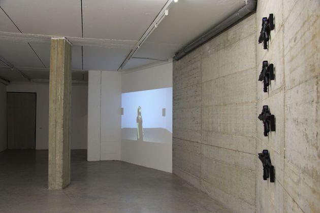 Regina José Galindo, El Objectivo, 2017. Documenta14, Installation view. Courtesy l'artista e prometeogallery di Ida Pisani, Milano Lucca