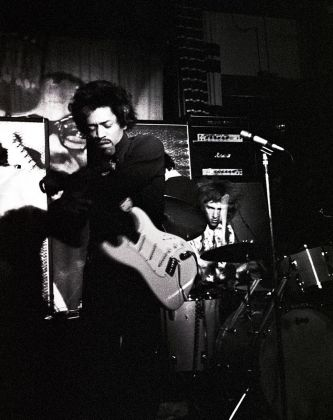 Renzo Chiesa, Jimi Hendrix al Piper di Milano, 1968 © Renzo Chiesa