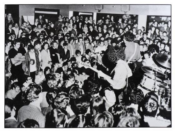 Renzo Chiesa, Jimi Hendrix e il pubblico del Piper di Milano, 1968 © Renzo Chiesa