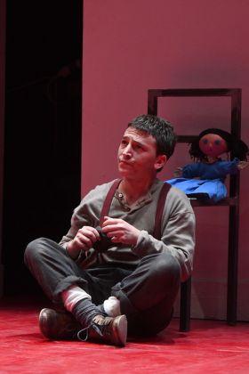 Richard Kalinoski, La bestia sulla luna. Regia Andrea Chiodi. Teatro Due, Parma 2018