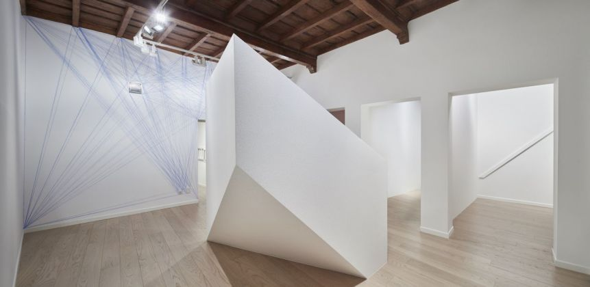 Sol LeWitt. Between the Lines. Installation view at Fondazione Carriero, Milano 2017. Photo Agostino Osio. Courtesy Fondazione Carriero, Collezione Panza, MendrisioEstate of Sol LeWitt. LeWitt Collection, Chester