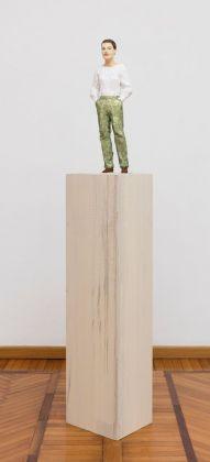Stephan Balkenhol, Woman with green trousers, 2017. Courtesy Galleria Monica De Cardenas, Milano. Photo credit Andrea Rossetti