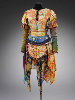 Vestito fatto da Marijke Koger dei The Fool, 1967-68 © Victoria and Albert Museum, London