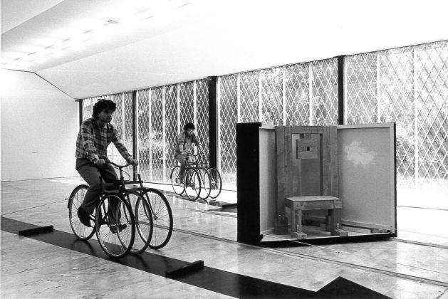 Vito Acconci, Exploding House. Performance a cura di Zeno Birolli, PAC, Milano 1981
