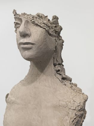 Mark Manders Unfired clay torso, 2015, courtesy Fondazione Sandretto Re Rebaudengo