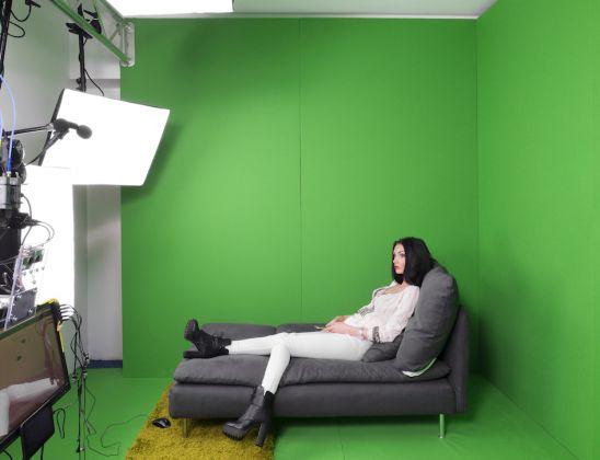 LORENZO MACCOTTA - Live Chat Studio Industry in Romania. Bucarest, Marzo 2016. Una cam model di 25 anni nella stanza di realtà virtuale allo Studio 20, prima del suo turno notturno. © Lorenzo Maccotta / Contrasto