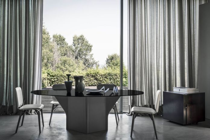Frag. Argor table (Kensaku Oshiro) + Iki chair (Christophe Pillet), photo Gionata Xerra