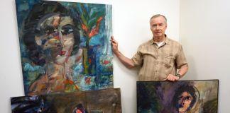 Don Hrycyk con alcuni dipinti rubati e recuperati dal LAPD Art Theft Detail