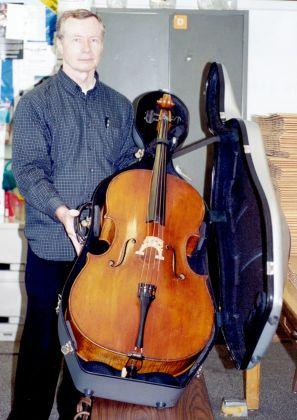 Don Hrycyk con un violoncello Stradivari