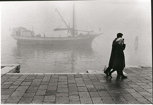 Fulvio Roiter, Venezia, Fondamenta delle Zattere, 1975 © Fondazione Fulvio Roiter