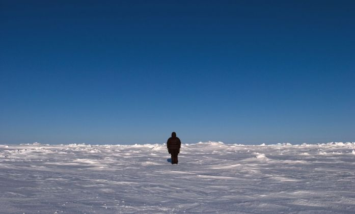 Guido van der Werve, Nummer negen, the day I didn't turn with the world, Geographic Northpole, 2007. Courtesy Monitor, Roma Lisbona