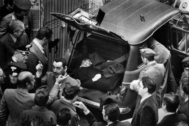 Il cadavere di Aldo Moro ritrovato in via Caetani a Roma, 9 maggio 1978