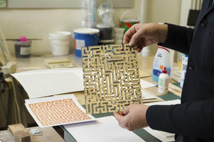 Istituto dei Ciechi di Milano, modello in legno per realizzare la matrice tattile dell'opera Red Meander di Anni Albers © Marco Rolando