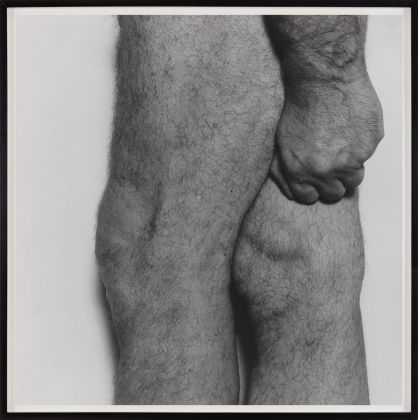 John Coplans, Knees with Fist, Side View, 1984 © The John Coplans Trust. Courtesy The John Coplans Trust, Galerie Nordenhake Berlin Stockholm, P420, Bologna