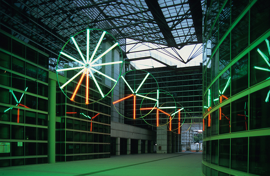 Michelangelo Pistoletto, L'universo speculare, 2004. Palazzo di Giustizia, Pescara. Foto Giovanni Tavano