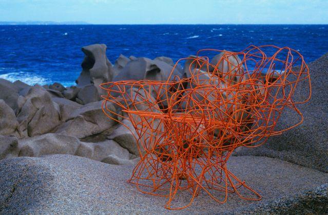 Emilio Tremolada www.emiliotremolada.it Corallo, design Fernando e Humberto Campana, produzione Edra Capo Testa (Sardegna), 2004