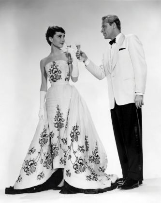 Audrey Hepburn in abiti Givenchy con William Holden sul set di Sabrina, 1954