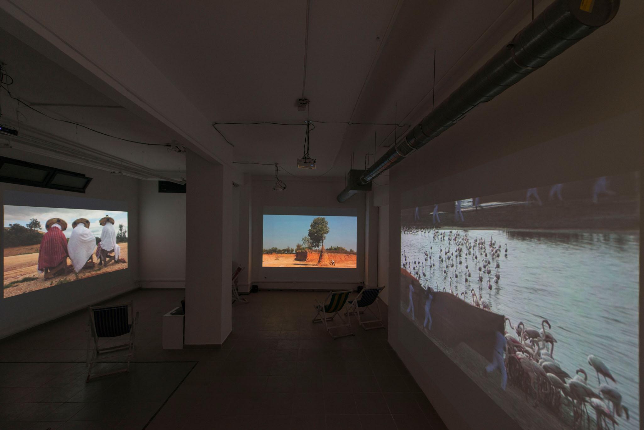 Bertille Bak, Usine à divertissement, 2016, trittico video, 20 min, ed. 6+1AP, produzione per BIM Genève 2016, exhibtion view at The Gallery Apart Roma, photo Giorgio Benni