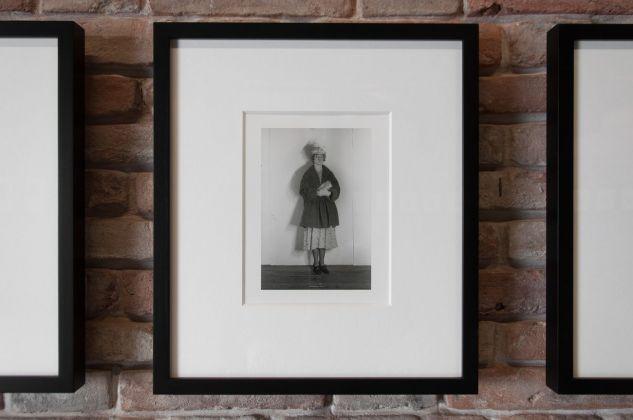 Cindy Sherman, Untitled, dalla serie Murder Mystery People, 1976. Photo Irene Fanizza