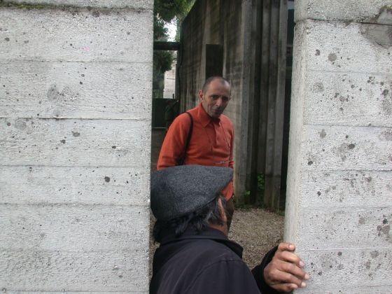 Doshi e Giovanni Leone in visita alla Tomba Brion di Carlo Scarpa, 2005
