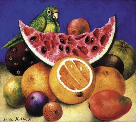 Frida Kahlo, Natura morta con pappagallo e frutta, 1951. Nickolas Muray Collection of Mexican Art, Harry Ransom Center. The University of Texas at Austin. Crediti © Banco de México Diego Rivera Frida Kahlo Museums Trust, Mexico, D.F. by SIAE 2018