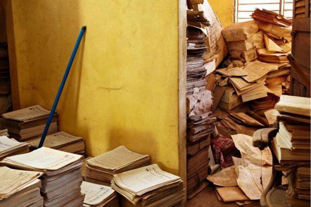 François Xavier Gbré, Archives I, Imprimerie Nationale, Porto Novo, Bénin, 2012 © François Xavier Gbré & Galerie Cécile Fakhoury